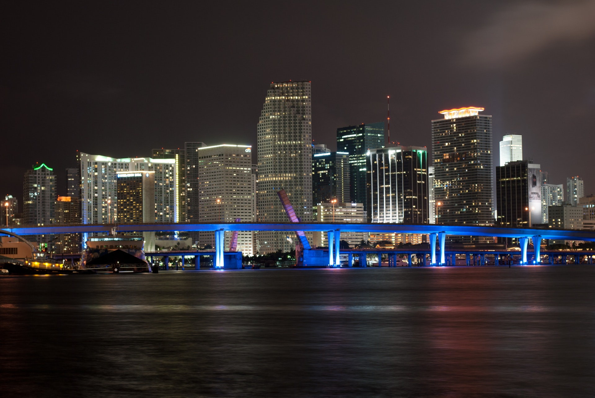 Romantic date night ideas miami